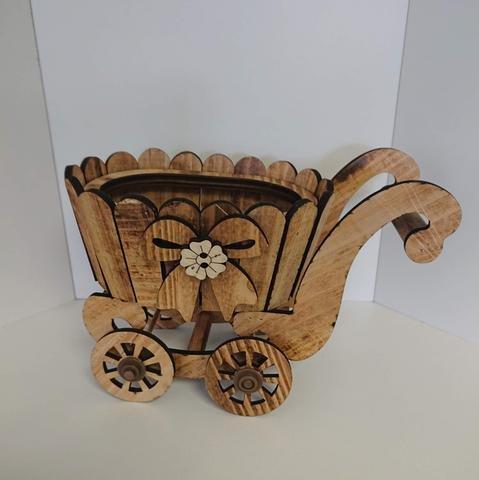 Kočárek dřevo s mašlí oválný