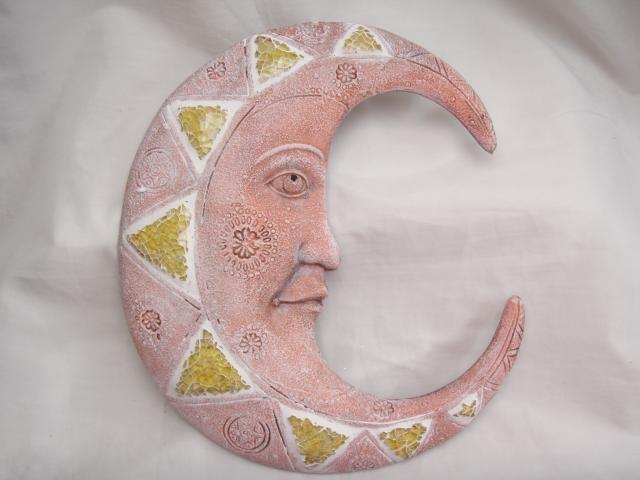 Měsíc keramický se sklíčky