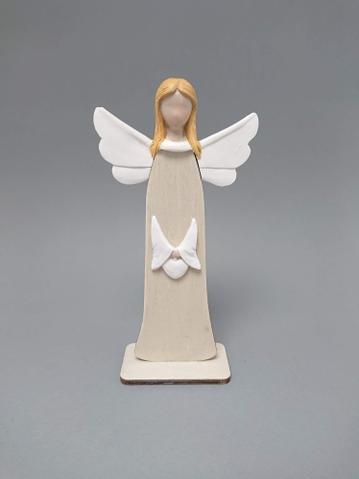 Anděl dřevo se srdcem střední